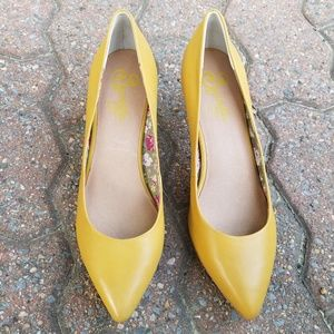 Seychelles Yellow Leather Pointed Toe Heels Sz. 8